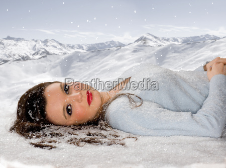 young woman beauty portrait in snow