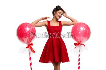 maedchen im roten kleid mit grossen