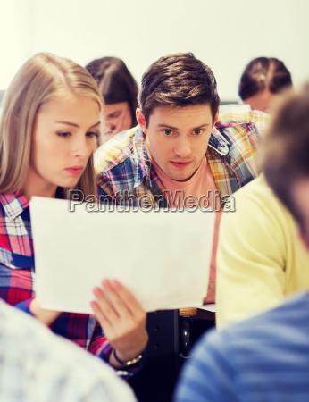 gruppe von studenten im klassenzimmer