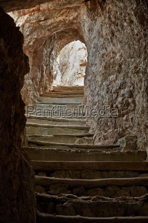 stein felsen fels gestein tunnel loch