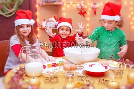 glueckliche kinder cookies machen