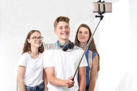 selfie in der schule selfie gruppe