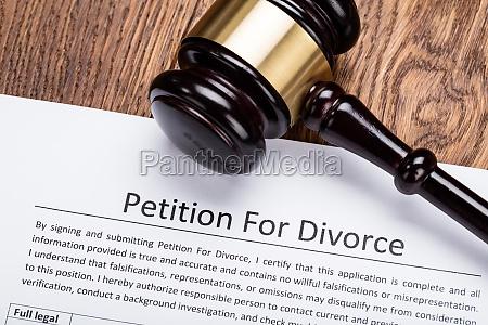 hoelzerner hammer auf petition fuer scheidungspapier