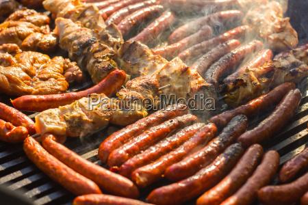 gegrilltem fleisch grill