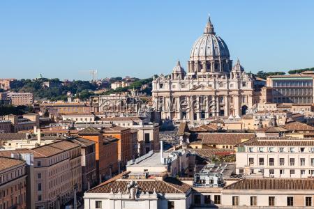 blick auf basilika in vatikan und