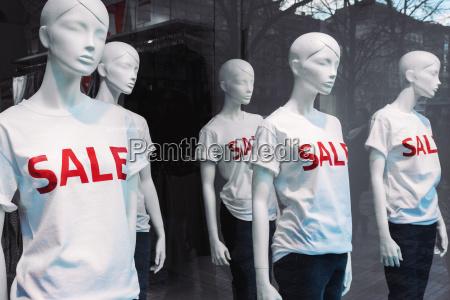 mode einkaufen shoppen shopping verkauf mannequin