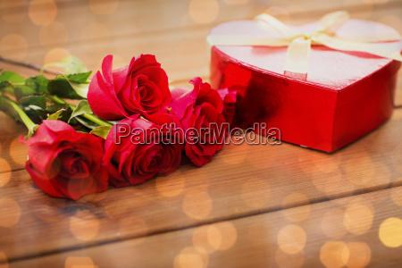 nahaufnahme von herz geformt geschenk box