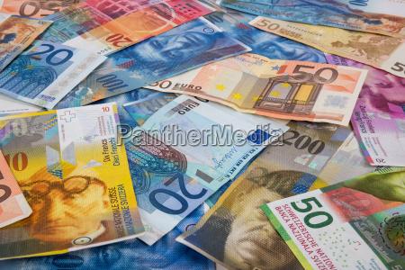 euro und chf banknoten als hintergrund