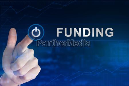 business hand klicken finanzierungstaste