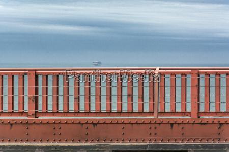 golden gate bridge parapet