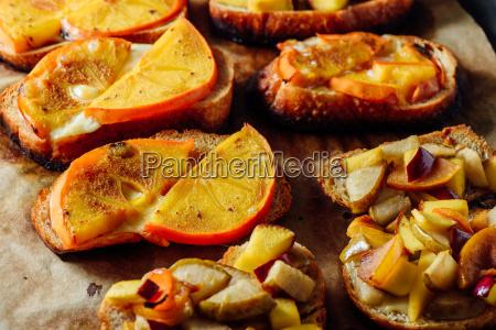 brot brotlaib frucht obst birne pflaume