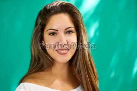 menschen emotions happy hispanic girl on