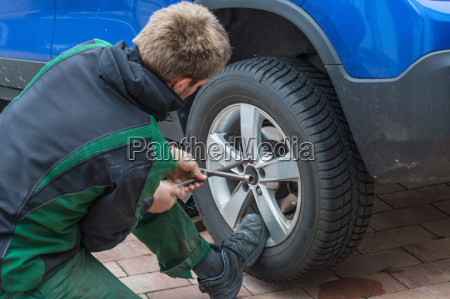replace summer tyres with winter tyres