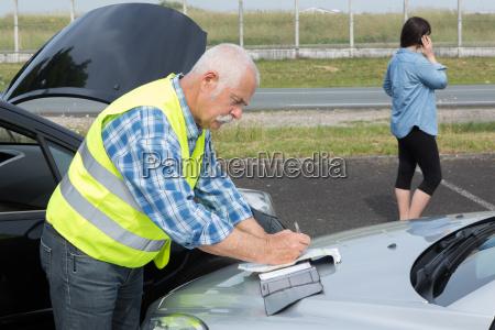 menschen mit autounfall zu tun
