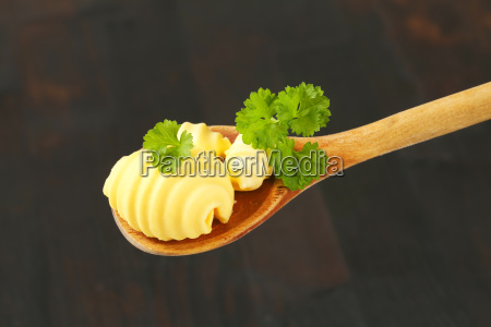 butterroellchen auf loeffel