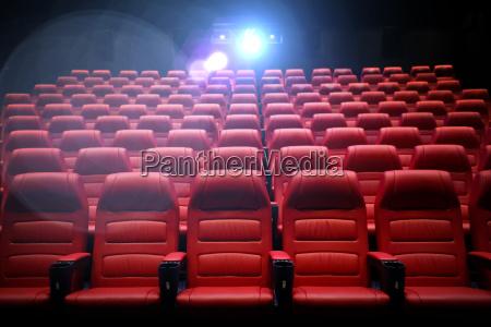 auditorio vazio do cinema com assentos
