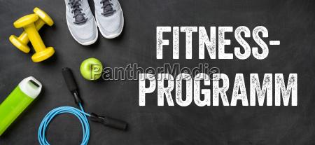 fitnessausruestung auf dunklem hintergrund fitnessprogramm
