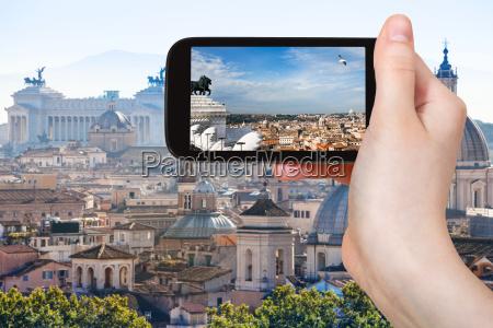 touristen fotografieren rom skyline auf dem