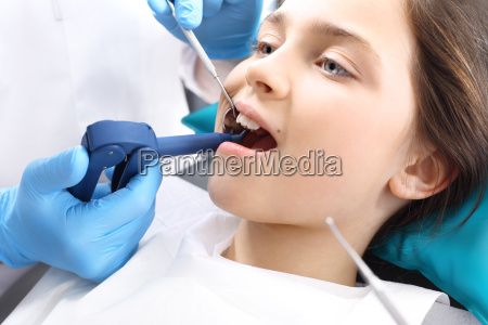 zaehne schnuergeld kind beim zahnarzt
