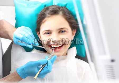 behandlungshohlraum in dem zahn kind zahnarzt
