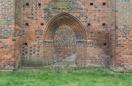 wall with gothic pointed arch