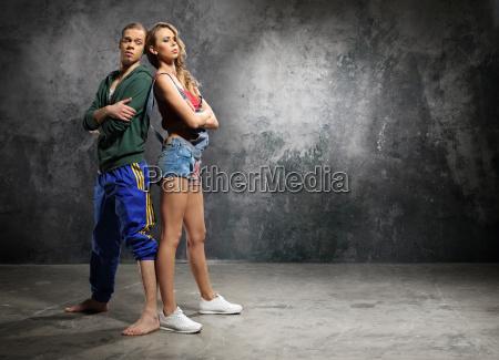 stilvolles tanzpaar junge energietaenzer zwei junge