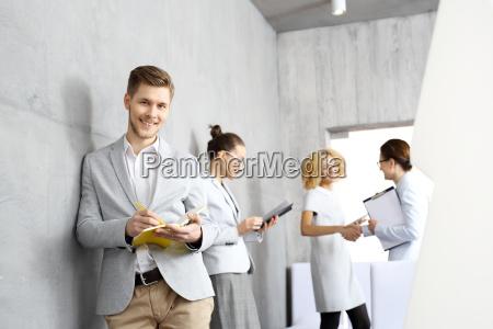 im business meeting der junge mann