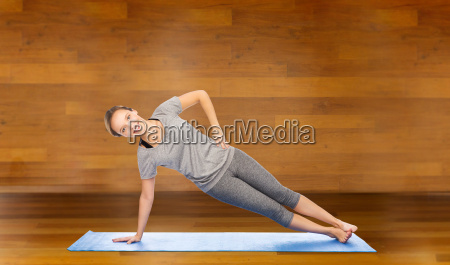 woman making yoga in side plank