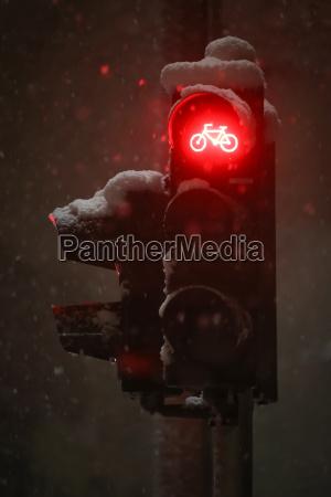 red light on semaphore