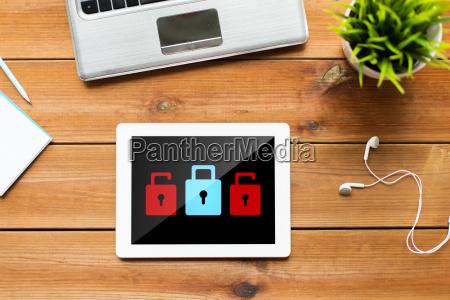 nahaufnahme von tablet pc computer auf