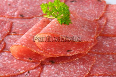 scheiben von wuerzigen salami