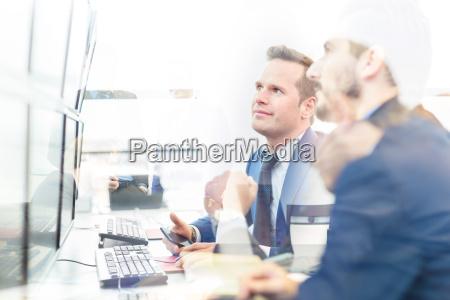 pessoas povo homem escritorio homens estrategia