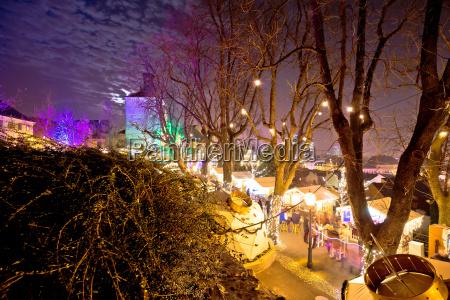 zagreb oberstadt weihnachtsmarkt abendansicht