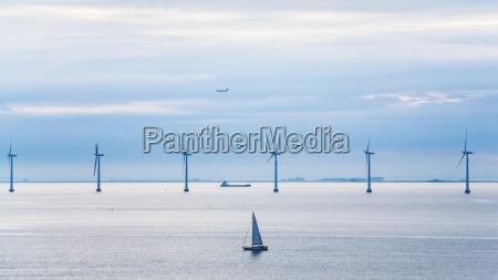 yacht schiffs flugzeug und offshore windpark