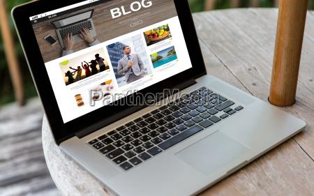 laptop computer mit auf dem bildschirm