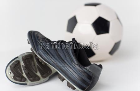 nahaufnahme von fussball und fussball stiefel