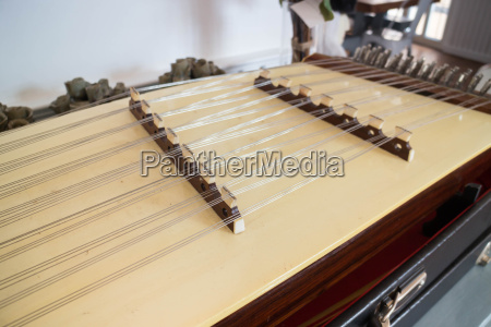 hoelzerne thai hackbrett traditionelle musikinstrument
