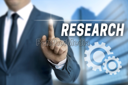 research touchscreen wird von geschaeftsmann bedient