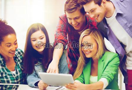 studenten die tablet pc in der