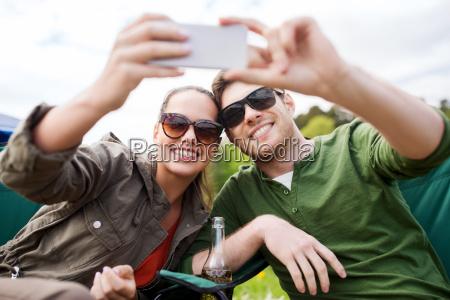 paar reisende die selfie mit dem