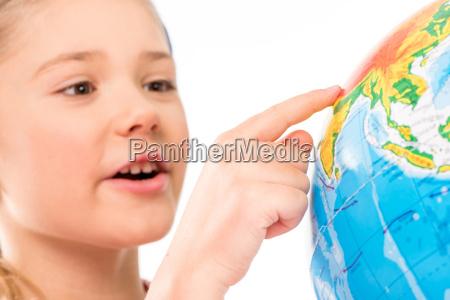 glueckliches schul erkunden globus