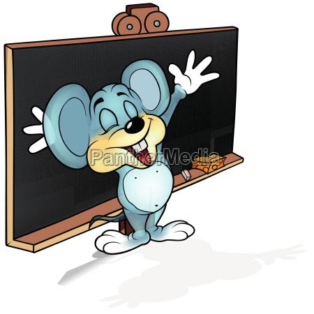 glueckliche maus vor blackboard