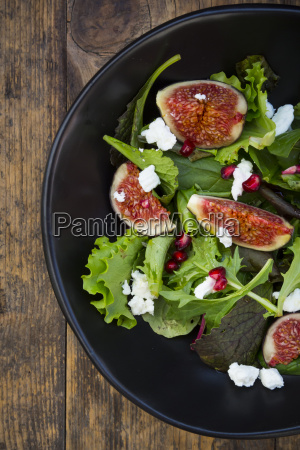 mixed salad with goat cheese pomegranate