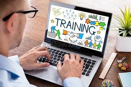 trainingskonzept auf laptop