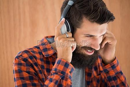 hipster hoert musik