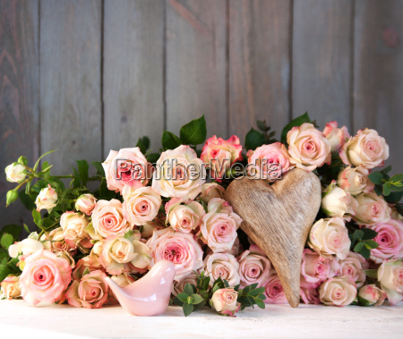 table decoration with roses