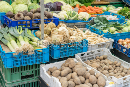 market, stand, with, fresh, vegetables - 20315731