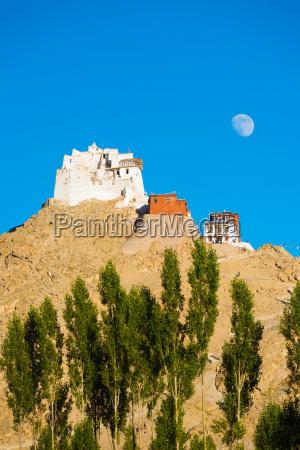 leh tsemo castle gompa moonrise mountaintop