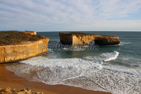 london bridge in the port campbell