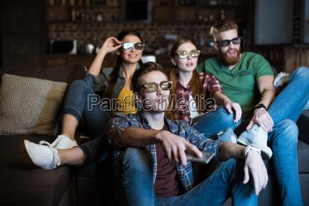 junge freunde in 3d brille film